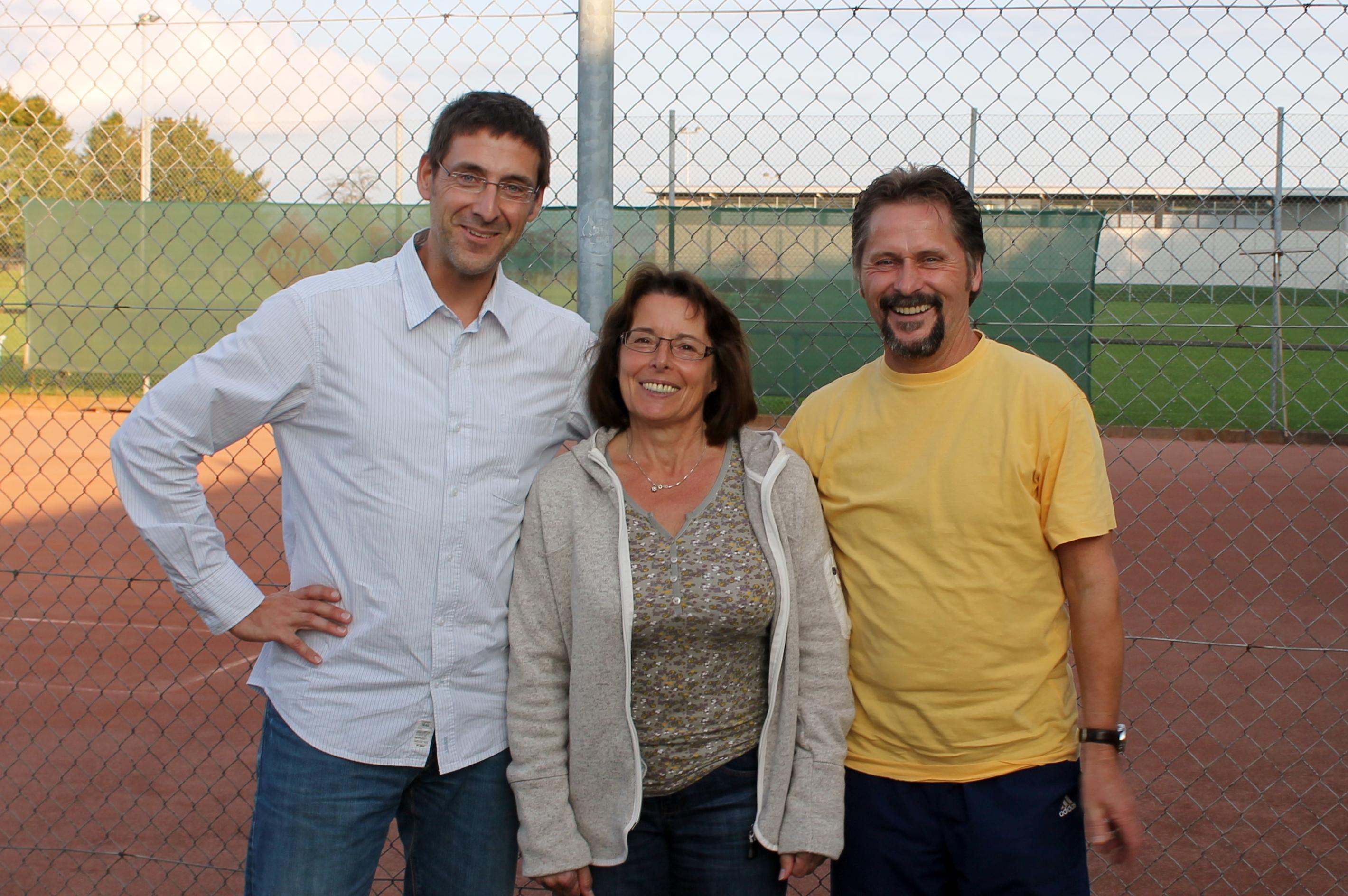 Die Gewinner - Ingrid und Harald Schinz mit dem 1. Vorsitzenden T. Brandt