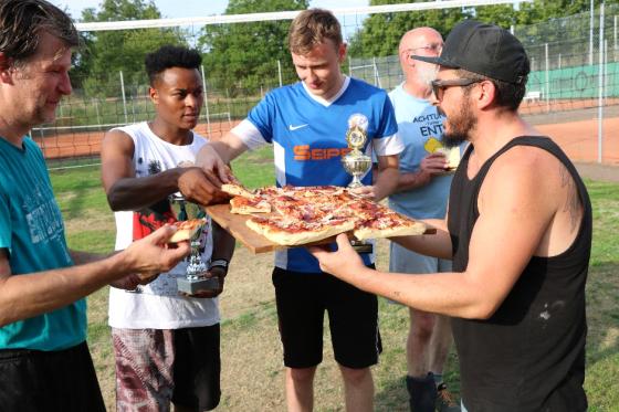 Pizza für das Siegerteam 2018